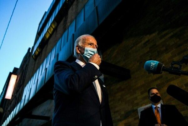 El presidente electo, Joe Biden,conversó con la prensa después de presentar a los miembros de su equipo de política exterior y seguridad nacional, el martes 24 de noviembre del 2020 en Wilmington, Delaware. AFP