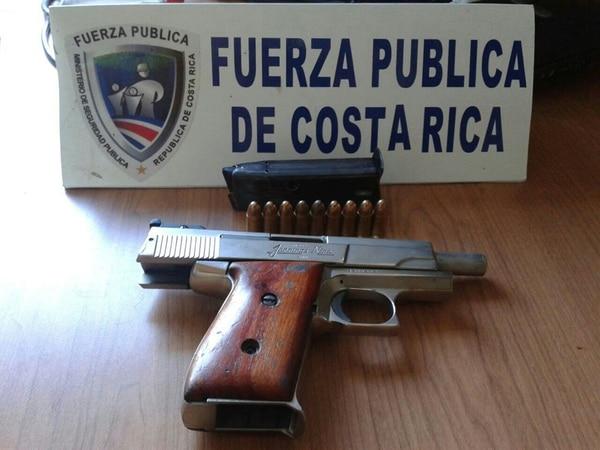 La pistola tenía un cargador con nueve balas y se halla en perfecto estado, confirmaron las autoridades. El arma permanecía debajo de una colchoneta desde hacía un tiempo, según dijo la abuela del escolar a la Policía.   MSP