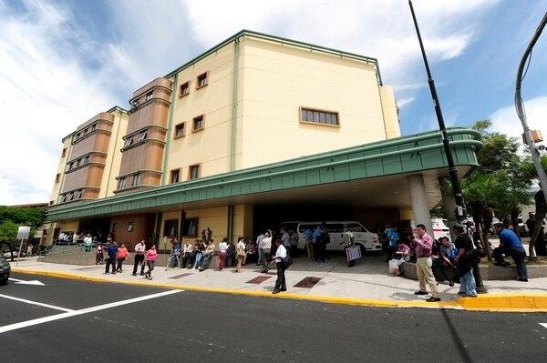 En el hospital Calderón Guardia atendieron al herido y le dieron la salida poco después.