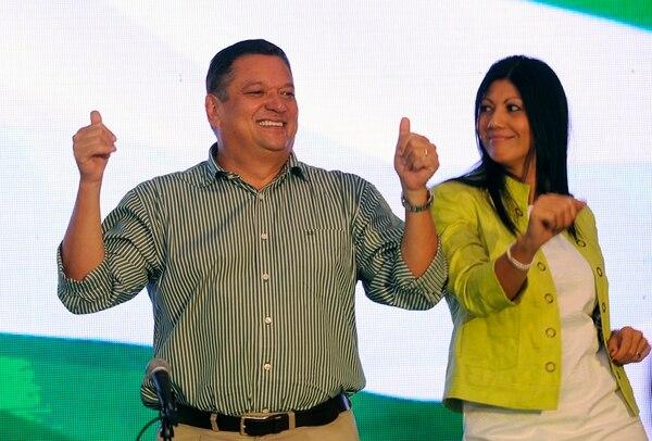 El candidato del PLN, Johnny Araya, elegió seis delegados a la Asamblea Plenaria, entre ellos a su esposa, Sandra León, lo cual originó una impugnación contra el artículo del Estatuto que le dio esa potestad.