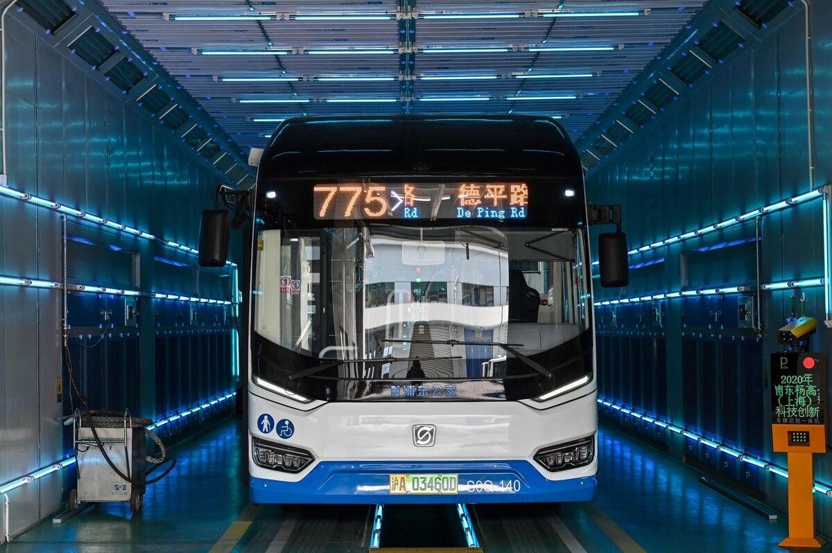 Resultado de imagen para En China utilizan rayos ultravioletas para eliminar el Covid-19 de autobuses y ascensores