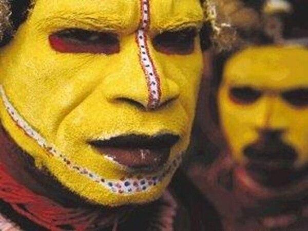 La tribu huli, de Papúa Nueva Guinea, fotografiada por Jodi Cobb. Imagen de archivo de National Geographic.