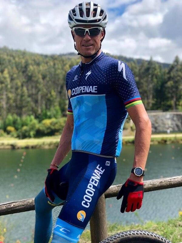 Rom Akerson durante un entrenamiento en Pontevedra, España, días antes del Mundial. Foto: Coopenae Triatlón
