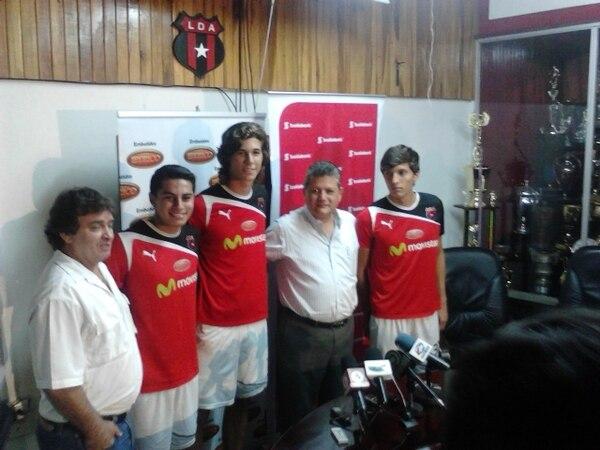 Óscar Ramírez y Raúl Pinto presentaron las nuevas caras de Alajuelense. / Randall Corella