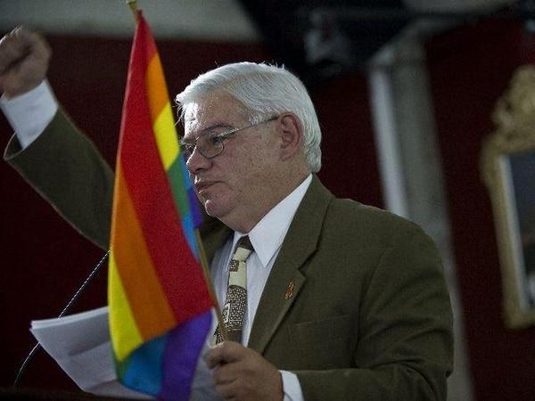 archivo.El 27 de octubre del 2010, Marco Castillo recibió el premio Aporte al Mejoramiento de la Calidad de Vida, debido a sus luchas por los derechos de los gais. Este premio lo otorga la Defensoría de los Habitantes.