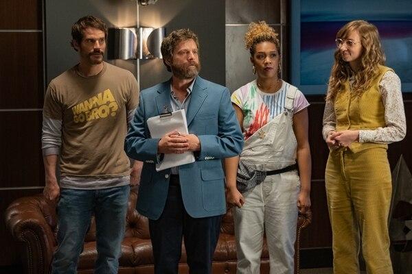 Ryan Gaul, Zach Galifianakis, Jiavani Linayao y Lauren Lapkus encabezan el reparto principal de la película 'Between two ferns: The Movie'. Fotografía: Netflix para La Nación