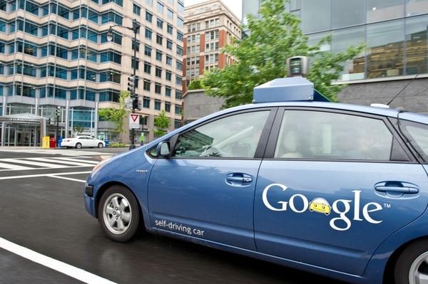 El vehículo que se conduce solo de Google es un proyecto iniciado en 2009 con la vista puesta en el largo plazo, aunque desde entonces sus dos docenas de Lexus ya han circulado -y, por tanto, registrado en mapas 3D- hasta 700.000 millas (1.126.000 km) , hasta ahora fundamentalmente en autopistas y carreteras.