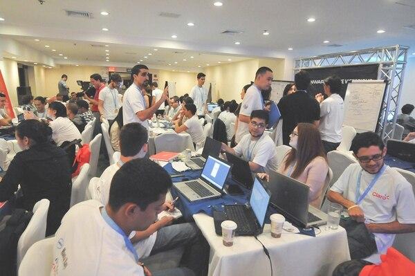 Durante la cumbre BYND 2015, los jóvenes concluyeron que la educación en el uso de tecnologías puede romper el círculo de la pobreza. | ITU PARA LN