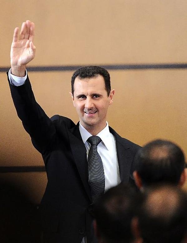 Asad, de 55 años, accedió al poder en 2000 tras la muerte de su padre Hafez al– Asad, quien a su vez llevaba tres décadas dirigiendo Siria. Foto: Archivo LN