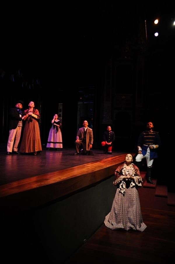 Mezcla. El espectáculo mezcló muchas disciplinas artísticas para narrar ls historia de la bandas de conciertos. Jorge Navarro.