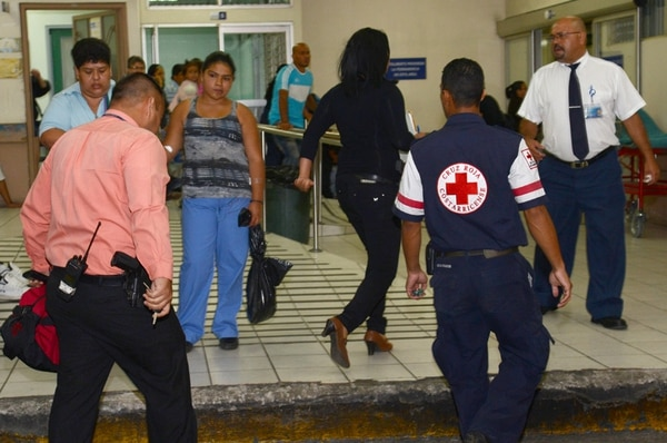 Agentes del OIJ llegaron al San Juan de Dios. | CARLOS GONZÁLEZ