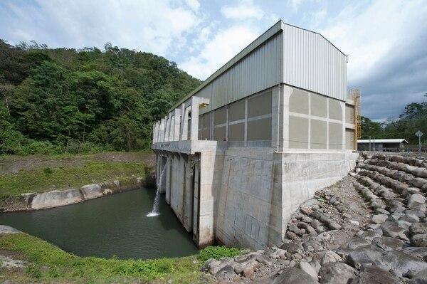 La CNFL cerró el año 2017 con una pérdida de ¢19.400 millones. Parte de aquel resultado se debió al pago de préstamos a acreedores por las obras de la hídrica Balsa Inferior, en San Ramón de Alajuela. / Archivo.