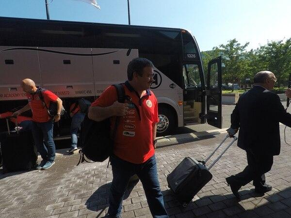 Óscar Ramírez a su llegada al hotel de la Selección Nacional en New Jersey.