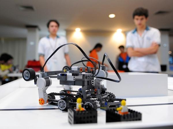Los muchachos tendrán dos horas para armar los robots y también deberán atender un reto sorpresa que será revelado por los jueces durante la celebración de la Olimpiada Mundial, en Yakarta, Indonesia. | JORGE NAVARRO