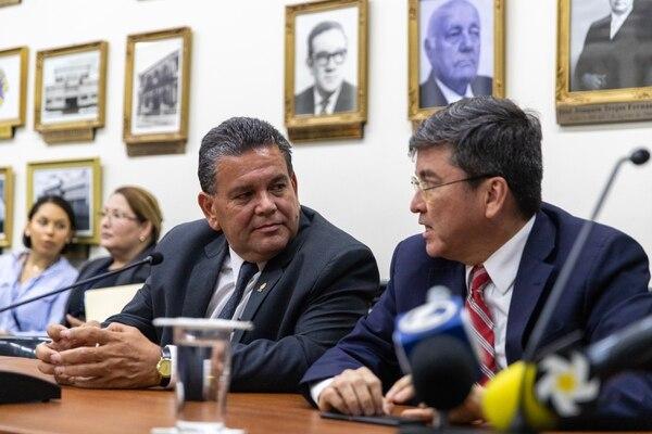Rodolfo Peña (izquierda), legislador del PUSC por Guanacaste, junto a Pedro Muñoz, también socialcristiano. Fotografia: Alejandro Gamboa Madrigal