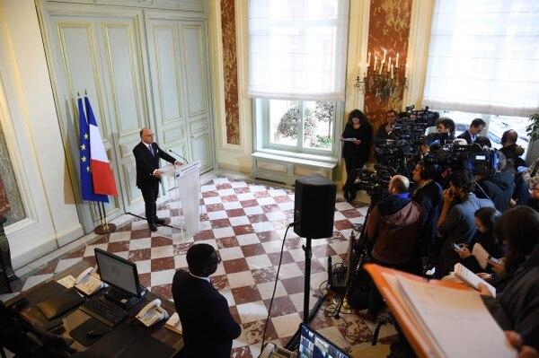 El ministro de Interior, Bernard Cazeneuve, anunció este lunes la detención de siete personas, sospechosas de planear un atentado terrorista en Francia.