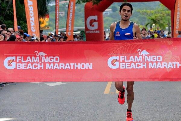 Esteban Zúñiga Ruiz al momento de ingresar a meta en los 30K. Foto: Rafael Pacheco