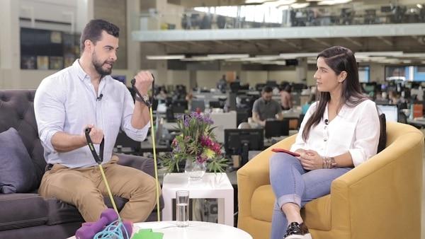 El bloguero fitness Esteban Richmond con la periodista Ericka Rojas. Cortesía LN