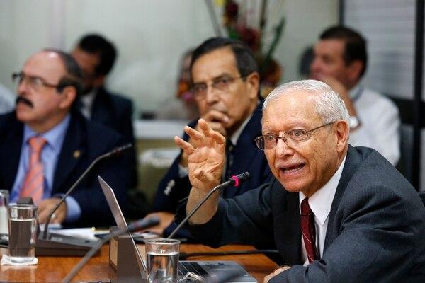 El pasado 4 de julio, el vicepresidente de la República y ministro de Hacienda, Helio Fallas, explicó a los diputados de la Comisión de Asuntos Hacendarios la complicada situación fiscal del país. | ARCHIVO/MAYELA LÓPEZ.