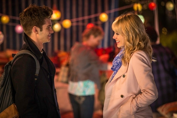 Andrew Garfield y Emma Stone cortejean en una toma de 'The Amazing Spider-Man 2'. Fotografía: Cortesía de Discine.