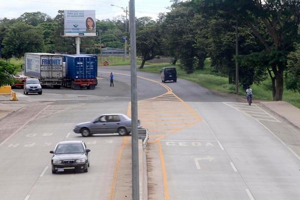 Este es el punto donde finaliza la carretera ampliada de Liberia a Cañas y donde iniciaría Cañas - Limonal. Foto: Rafael Pacheco