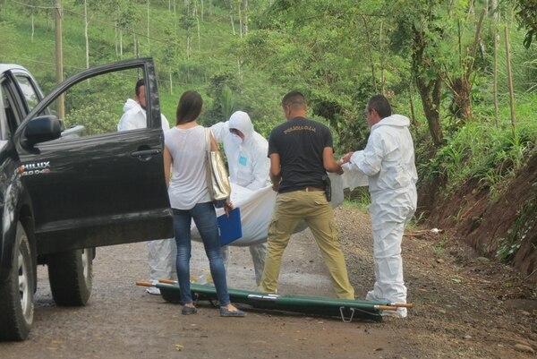 El fallecido tenía heridas en tórax, espalda y cabeza. El OIJ comunicó que el móvil del crimen fue el robo, pues a la víctima solo le dejaron ¢200 en las bolsas del pantalón. | CARLOS HERNÁNDEZ