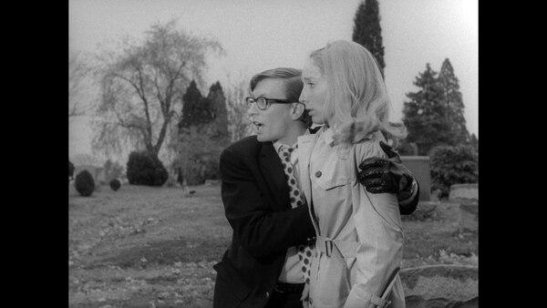 Barbra (Judith O'Dea) y Johnny (Russell Streiner) en las primeras escenas de la famosa cinta. Archivo