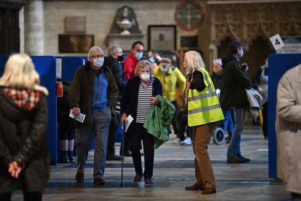 Members of the public attend a a temporary vaccination centre set up inside Salisbury Cathedral in Salisbury, southwest England on January 20, 2021. (Photo by JUSTIN TALLIS / AFP)