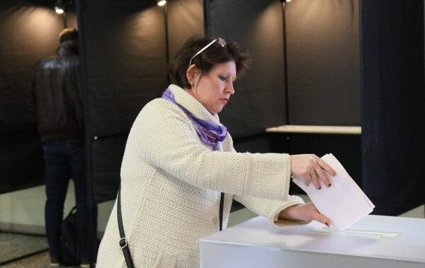 Una ciudadana acudió a sufragar este domingo 12 de mayo del 2019 a un centro de votación en Vilna, la capital del país.