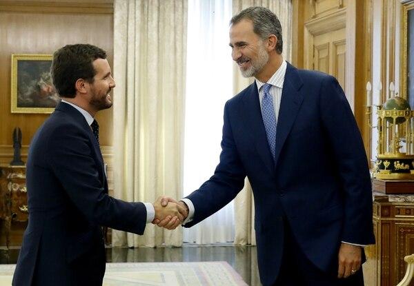 Líder del Partido Popular de la derecha española, Pablo Casado, se encuentra con el Rey Felipe VI de España el 16 de setiembre del 2019, en el Palacio de la Zarzuela en Madrid, antes de una reunión en un intento de undécima hora para formar un gobierno. Foto: AFP