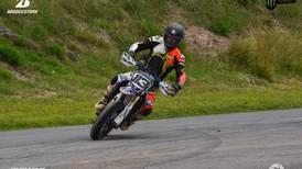 Piloto nacional no tiene límites al liderar campeonatos de motovelocidad y motocross