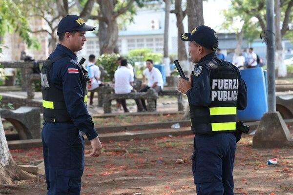 Más allá de las operaciones policiales, los puntarenenses claman por incentivos para el desarrollo empresarial y comercial, que lleven progreso a la zona. / Fotografía: John Durán