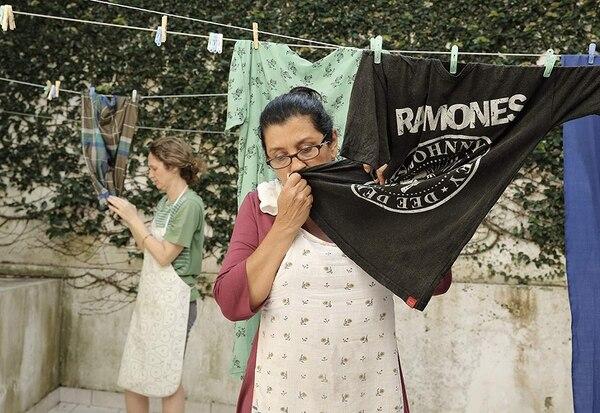 Val sirve a un adinerado matrimonio de Sao Paulo y a su hijo adolescente. El orden se quiebra con la llegada de la hija de Val. Foto: Archivo de La Nación.