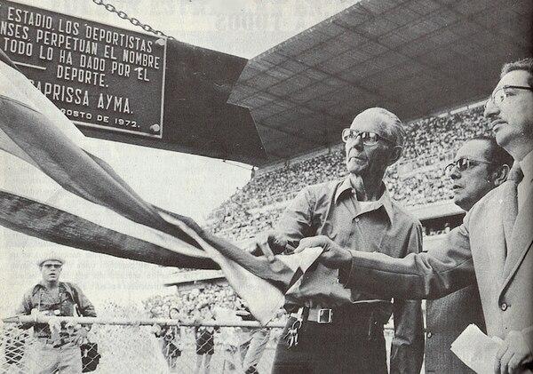 Don Ricardo Saprissa (izq), en la inauguración del estadio que lleva su nombre, en agosto de 1972. Foto Saprissa.com