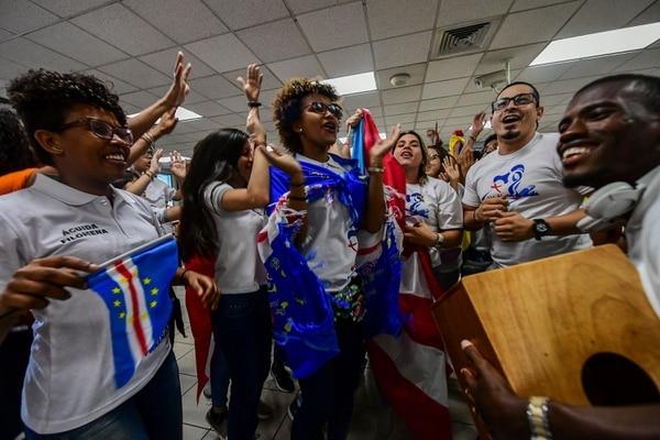 Peregrinos llegan al aeropuerto de la Ciudad de Panamá, el 16 de enero del 2018. (Foto: AFP)