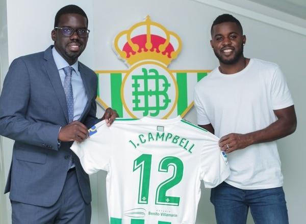 Joaquim Batica (izquierda) acompañó a Joel Campbell (derecha) en la presentación del futbolista costarricense.