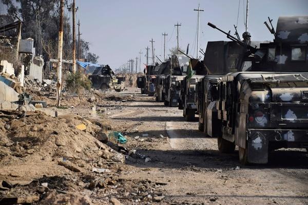 Fuerzas de seguridad iraquíes rodean el complejo gubernamental en el centro de Ramadi, una ciudad a 115 kilómetros al oeste de Bagdad. | AP