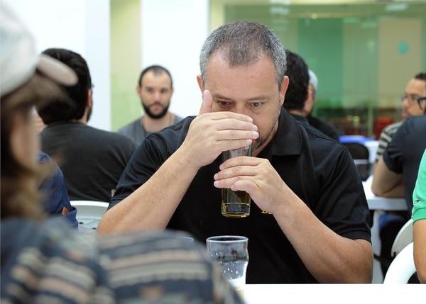 Durante la capacitación, los participantes aprendieron técnicas para identificar sabores indeseables en las cerevezas, con la idea de evitarlos.