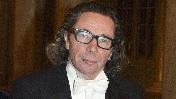 Jean Claude ha sido acusado de acoso sexual por varias mujeres, que sostienen que lo hacía aprovechando su influencia y notoriedad en la vida cultural sueca.
