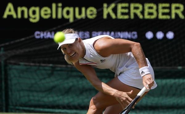 La alemana Angelique Kerber será la rival de Serena Williams en la final del Abierto de Wimbledon. En semifinales eliminó a la letona Jelena Ostapenko. Foto: Kirsty Wigglesworth, AP