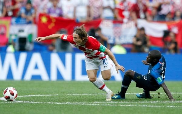 Kante comete una falta sobre Modric. Fotografía: AP.
