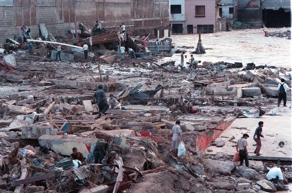 Desastres en Honduras por el huracán Mitch, en 1998. Este foro busca generar nuevos mecanismos de ayuda.