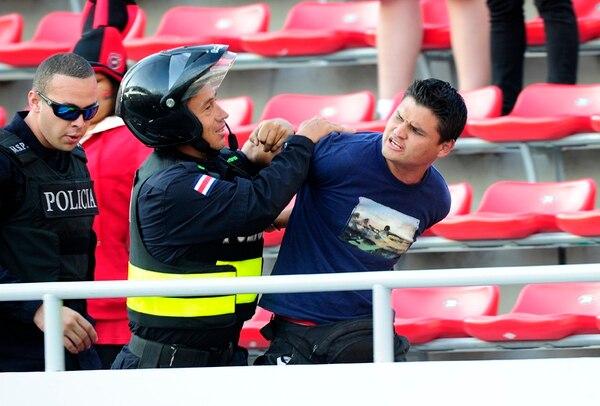 Fuerza Pública detiene a uno de los 39 implicados. | RAFAEL PACHECO.