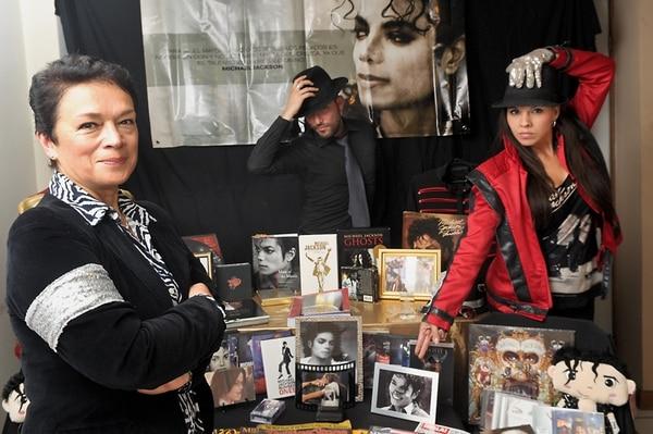 Soldados.Ana Chacón (izquierda), Alonso Campos y Carolina Guzmán junto a su colección. Pablo Montiel