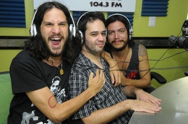 Javier, Jaime y Reynaldo en la cabina de Los 40. Luis NavarroA gusto.