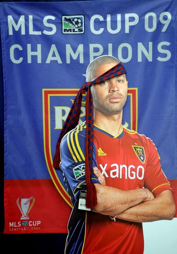 Una imagen gigante del delantero Álvaro Saborío recibe a los clientes en la tienda del Real Salt Lake. | ALONSO TENORIO