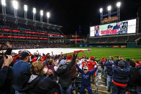 Los aficionados de los Indios esperan ser campeones hoy. | AP