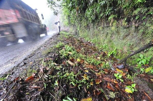 Con las lluvias se han presentado algunos derrumbes. | ARCHIVO