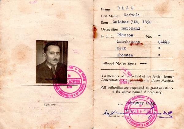 Documento de identidad en los campos de concentración nazi de Naftalí Blau, padre de Carlos Blau y bisabuelo de Dan.   CORTESÍA DE LA FAMILIA HARTMAN BLAU PARA LA NACIÓN.