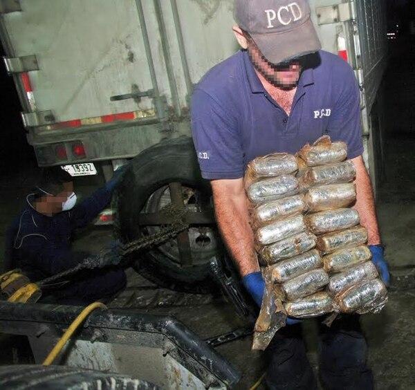 Además de perder por varios años a conductores aliados, las estructuras de narcotrafico pierden droga, dinero y los camiones. Los extranjeros a veces se someten a procesos abreviados para acortar su pena.